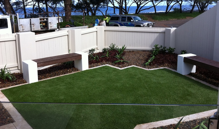 synthetic-turf-courtyard